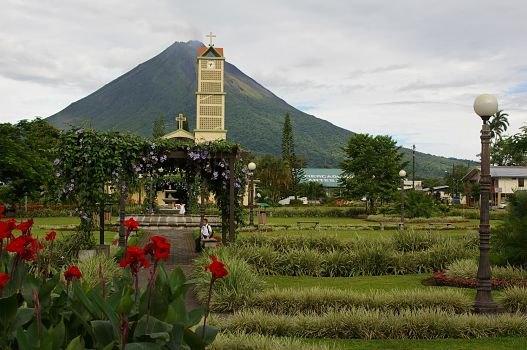 Arenal_Volcano_seen_from_La_Fortuna,_Costa_Rica_opt