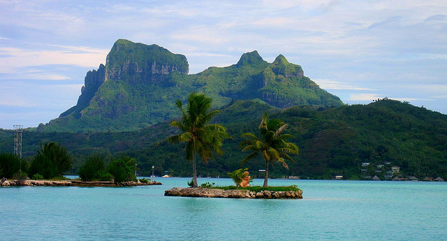 Travel Tahiti Alone